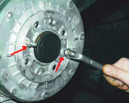 Замена заднего тормозного цилиндра на ВАЗ 2114