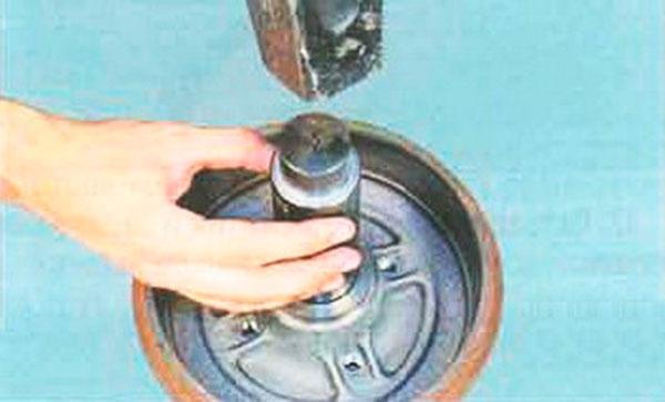 Замена ступичного подшипника логан заднего