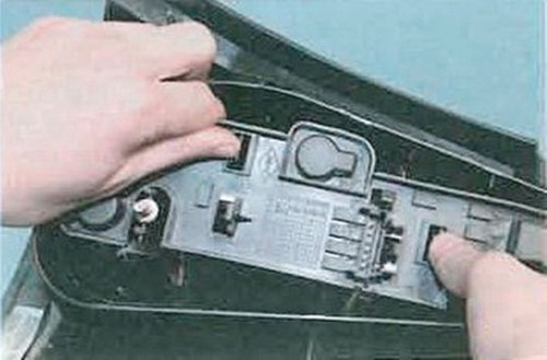Замена плат задних фонарей фиеста Ремонт гидротрансформатора акпп rav4