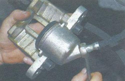 Шланчик переднего тормозного цилиндра