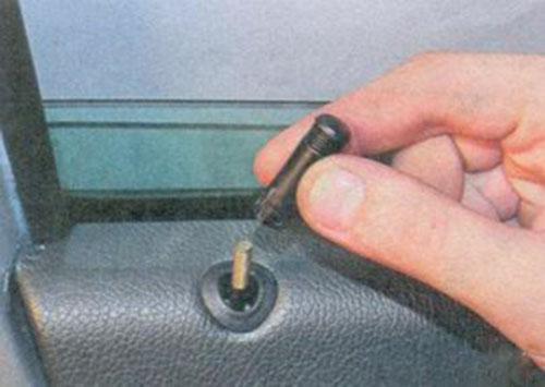 Снятие и установка обшивки передней двери на Лада Приора - ремонт автомобиля своими руками, видео и руководство по ремонту и обс