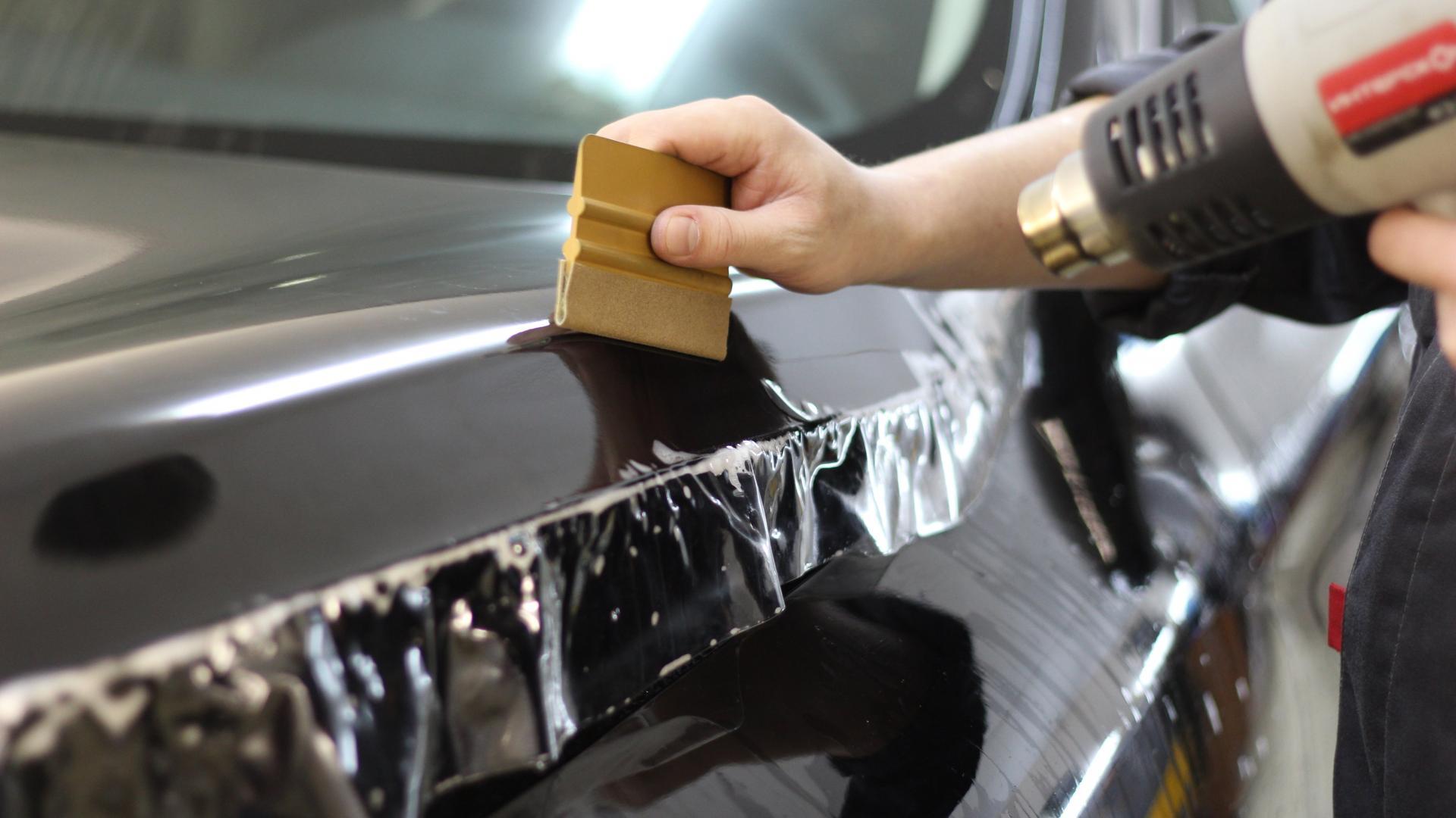 Защита автомобильного кузова с использованием антигравийной пленки
