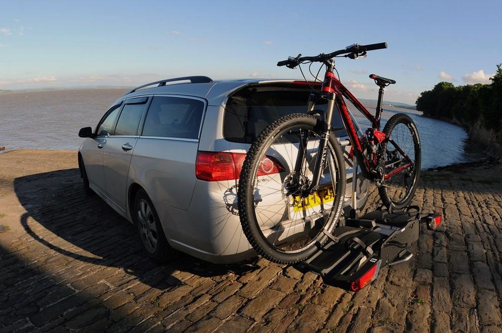 Варианты крепления велосипедов на автомобилях