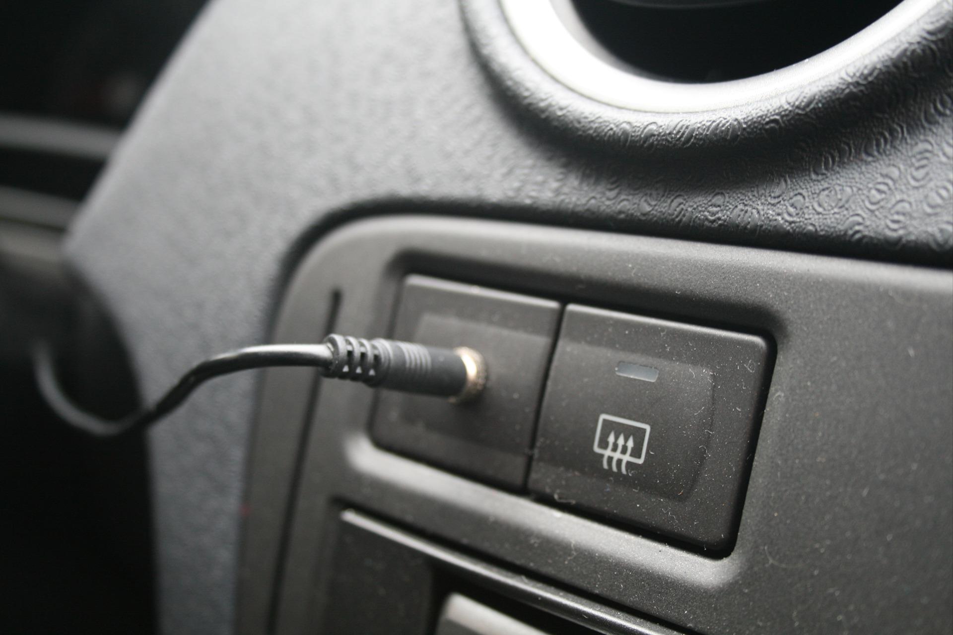 Использование AUX в автомобилях