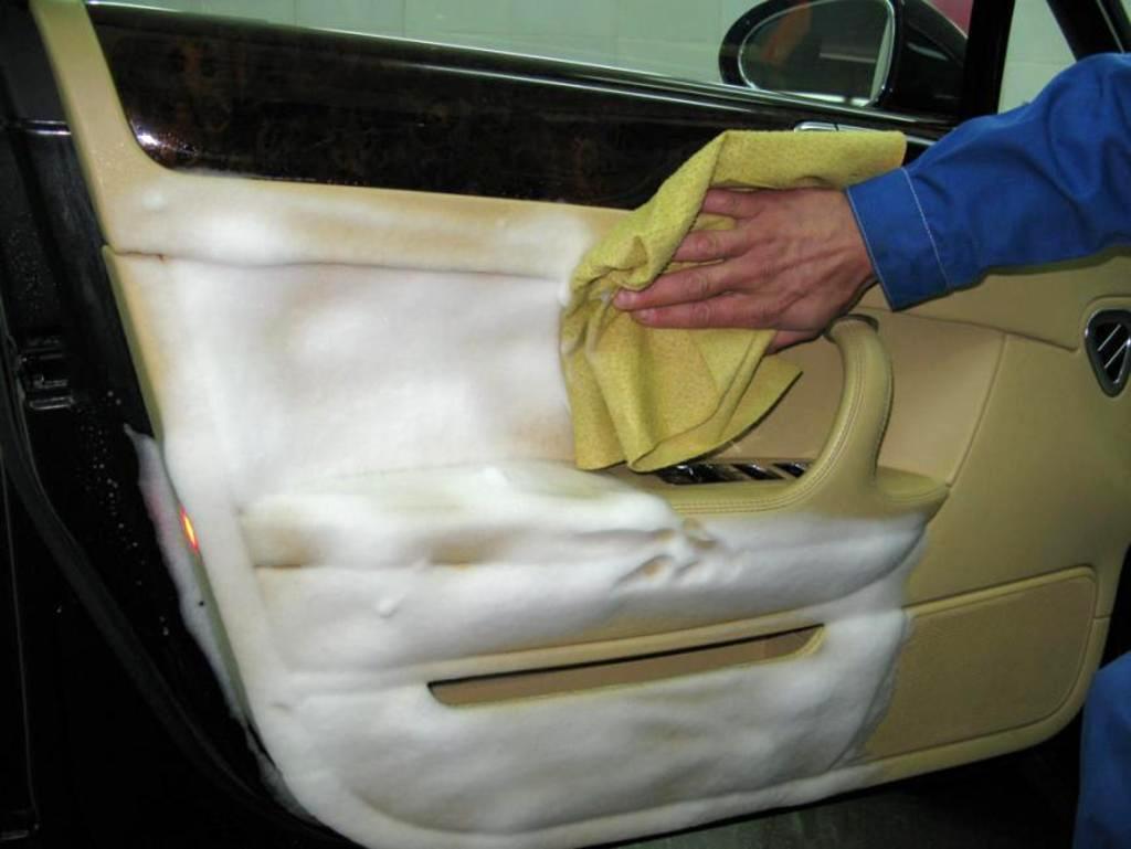 Химчистка автомобиля – возможность вернуть былую привлекательность